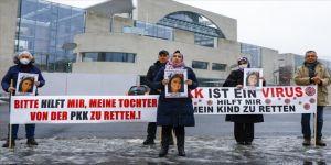 Almanya'da kızı PKK tarafından kaçırılan anne eylemini sürdürüyor
