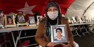 Diyarbakır annelerinin 'evlat nöbetine' iki aile daha katıldı: Bir anneye bunu yaşatmaya hiç kimsenin hakkı yok