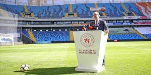Bakan Kasapoğlu Yeni Adana Stadı'nda incelemelerde bulundu