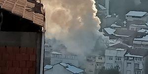Kocaeli'nin İzmit ilçesinde bina da çıkan yangın itfaiye ekiplerince söndürüldü.