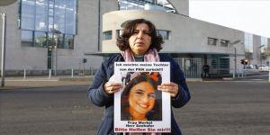 Almanya'da PKK tarafından kızı kaçırılan anne eylemini sürdürüyor