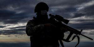 Suriye'den Türkiye'ye yasa dışı yollardan girmeye çalışan 2'si terör örgütü üyesi 9 kişi yakalandı