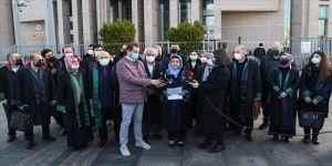 Avukatlardan 28 Şubat'ın yıl dönümü için İstanbul Adliyesi önünde basın açıklaması