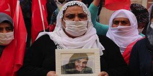 Diyarbakır'da evlat nöbetine katılan anne Aymaz: Çocuğumu PKK'dan istiyorum. Bu nasıl bir vicdan ve merhamettir?