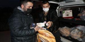 Simitçi kardeşler 'askıda ekmek' uygulamasıyla gönülleri kazanıyor