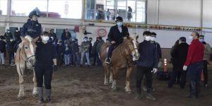 Erzurum'da devlet korumasındaki çocuklar ata binerek keyifli anlar yaşadı