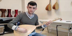 Otizmli Murat 10 enstrümanı profesyonel düzeyde çalabiliyor