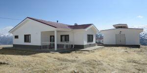 Malatya'da mezrada yaşayan depremzedelere villa konforunda köy evi