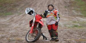 Genç motokrosçu Irmak Yıldırım, dünya şampiyonasında Türkiye'yi temsil eden ilk kadın olacak