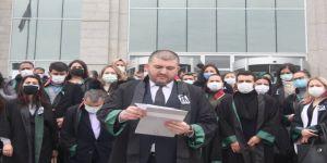 Avukatlar,Gebze Adliyesi önünde basın açıklaması düzenledi