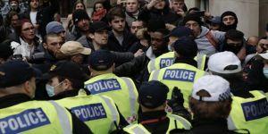 Londra'da Kovid-19 kısıtlamaları karşıtı gösteride 33 kişi gözaltına alındı