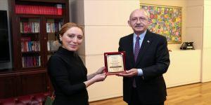 CHP Genel Başkanı Kılıçdaroğlu milli buz patenci Naz Arıcı'yı kabul etti