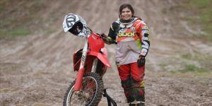Genç sporcu Irmak Yıldırım, Dünya Kadınlar Motokros Şampiyonası'nda mücadele edecek