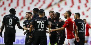 Sivasspor Antalya deplasmanında rahat kazandı