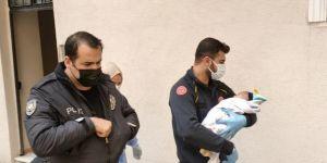 Gebze'de bir apartman önüne bırakılmış 3 aylık bebek bulundu