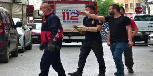 Araç motoruna sıkışan yavru kedi itfaiye tarafından kurtarıldı