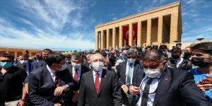 CHP Genel Başkanı Kılıçdaroğlu gençlerle Anıtkabir'i ziyaret etti