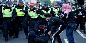 İngiltere'de Filistin'e destek için toplanan göstericilere polis müdahale etti