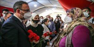 Gençlik ve Spor Bakanı Mehmet Muharrem Kasapoğlu, Diyarbakır annelerini ziyaret etti