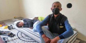 Annelerinin terk ettiği 2'si engelli 5 çocuğuyla yaşam mücadelesi veriyor