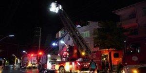 Darıca'da bir binanın çatı katında yangın çıktı