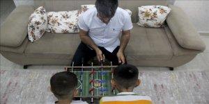 Yetiştirme yurdunda büyüyen baba, koruyucu aile olarak 2 çocuğa evinin kapsını açtı