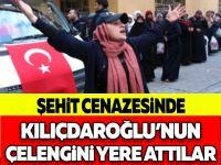 Şehit Cenazesinde Kılıçdaroğlu'nun Çelengini Yere Attılar
