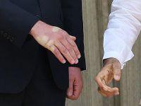 Hindistan Başbakanı İngiliz Prensinin Elini Sağlam Sıktı