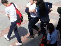 Liseli Kızlar Ortalığı Birbirine Kattı..