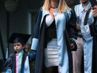Son Diplomasını Da Çocuğuyla Aldı !