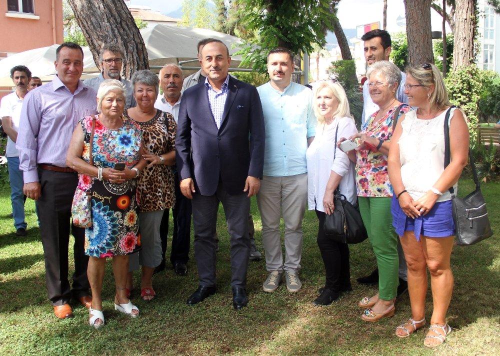 Bakan Çavuşoğlu Yerleşik Almanlarla Görüştü