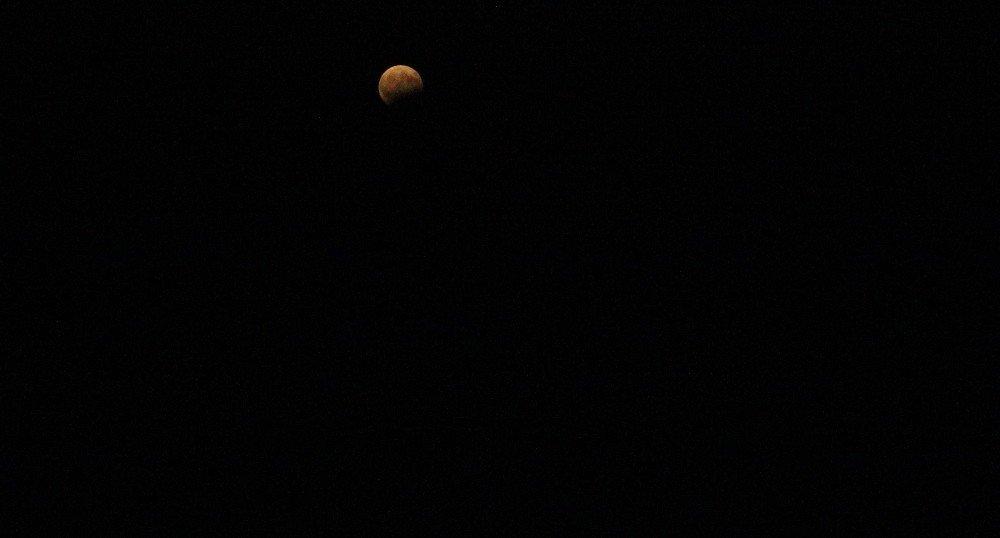 Parçalı Ay Tutulması İlgiyle İzlendi