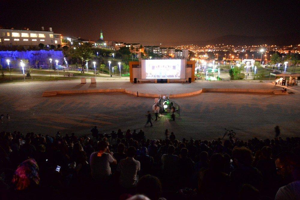 """Sinema Festivali'nde """"Çalgı Çengi İkimiz"""" Filmi Güldürdü"""