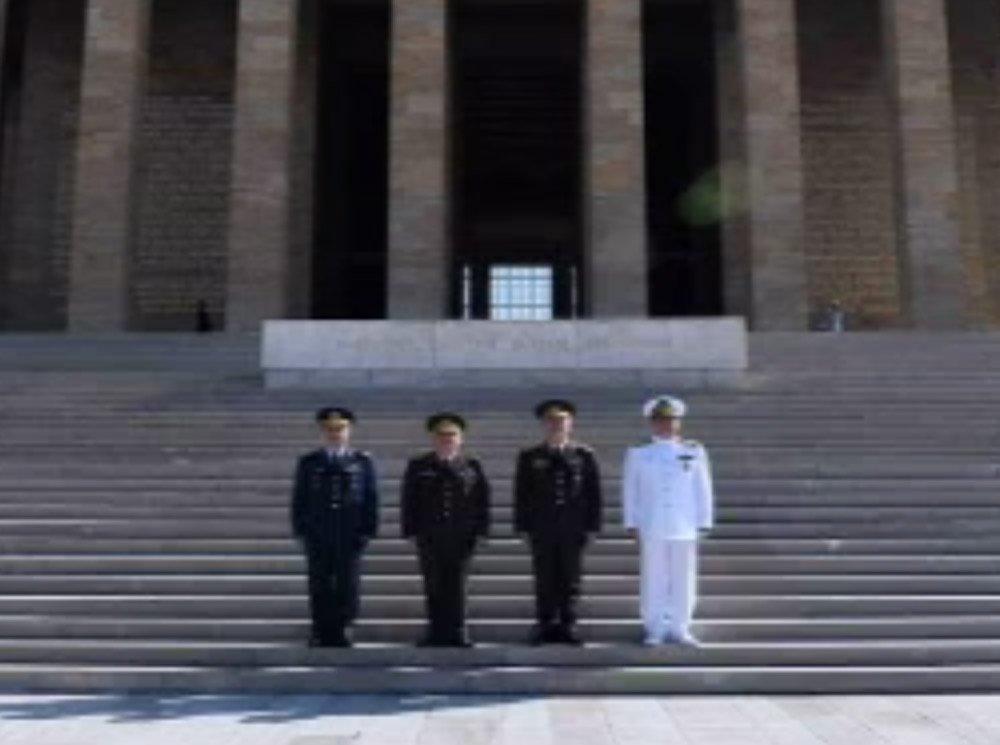 Org. Akar, Yeni Kuvvet Komutanları İle Anıtkabir'i Ziyaret Etti
