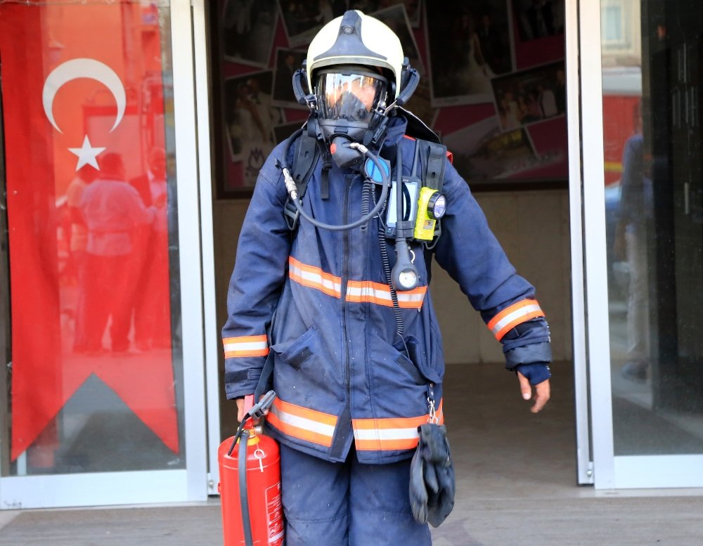 Ankara'da Düğün Salonunda Korkutan Yangın