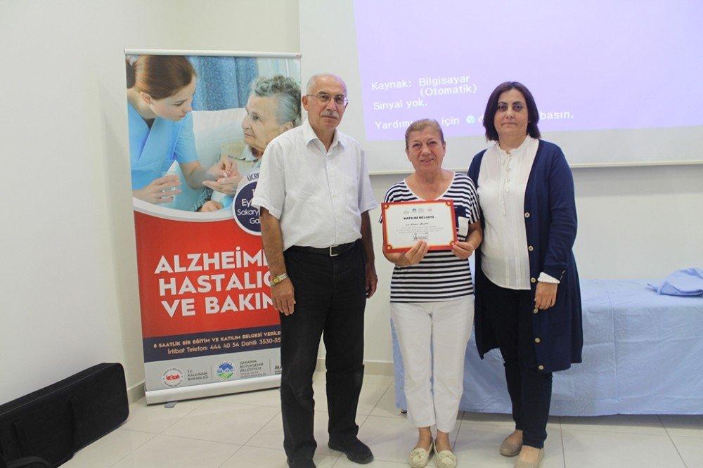 'Alzheimer Hastalığı Ve Bakımı' Sağlık Eğitimleri Düzenlendi