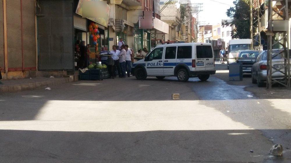Sokak Ortasında İki Kardeşe Silahlı Saldırı: 1 Ölü, 2 Yaralı
