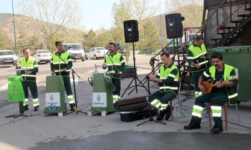 Temizlik İşçileri Çöpten Müzik Çıkardı