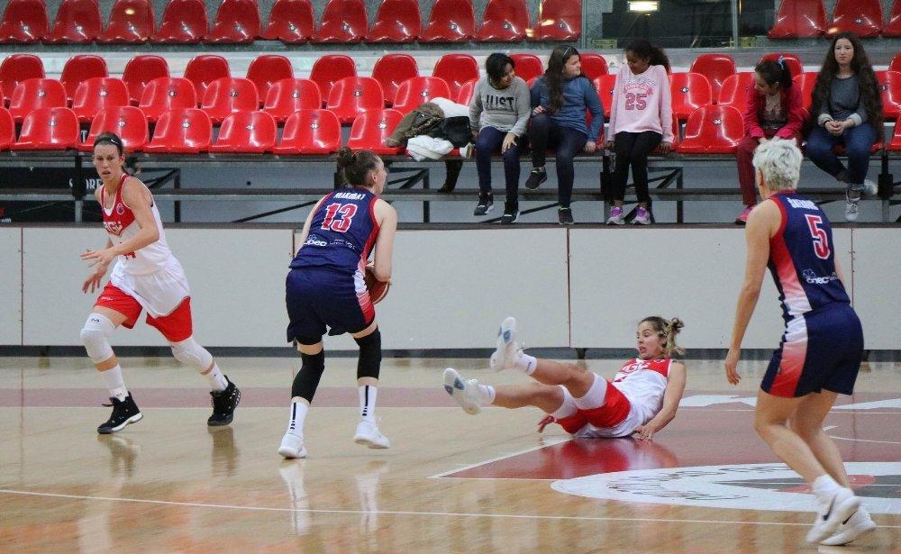 Agü Spor, Polonya Ekibini Mağlup Etti