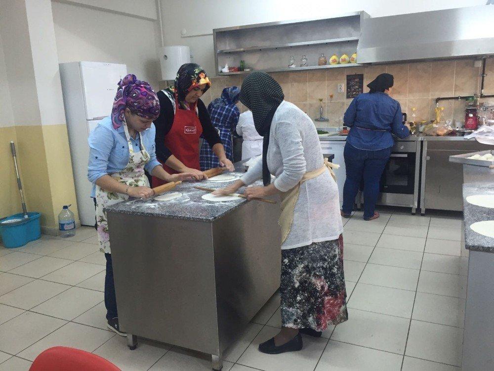 Burhaniye'de Uzman Aşçılar Yetişecek