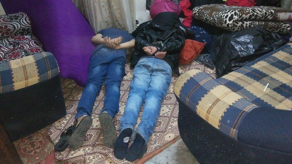 Suriyeli Aileyi Bıçak Ve Silah Zoruyla Gasp Ettiler
