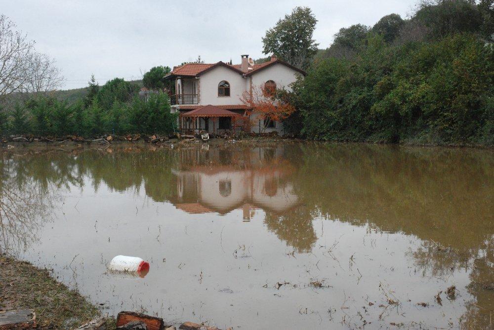 Evleri Sular Altında Kalan Vatandaşlar Yardım Bekliyor