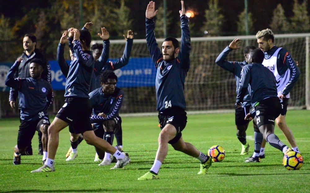 Atiker Konyaspor Mehmet Özdilek'le Çalıştı