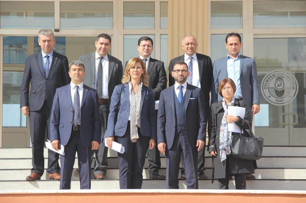 Burhaniye'de Banka Müdürleri Çalıştay Raporu İçin Bir Araya Geldi