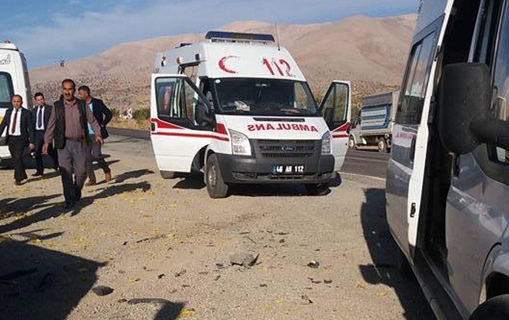 Öğrenci Servisi İle Otomobil Çarpıştı: 12 Yaralı