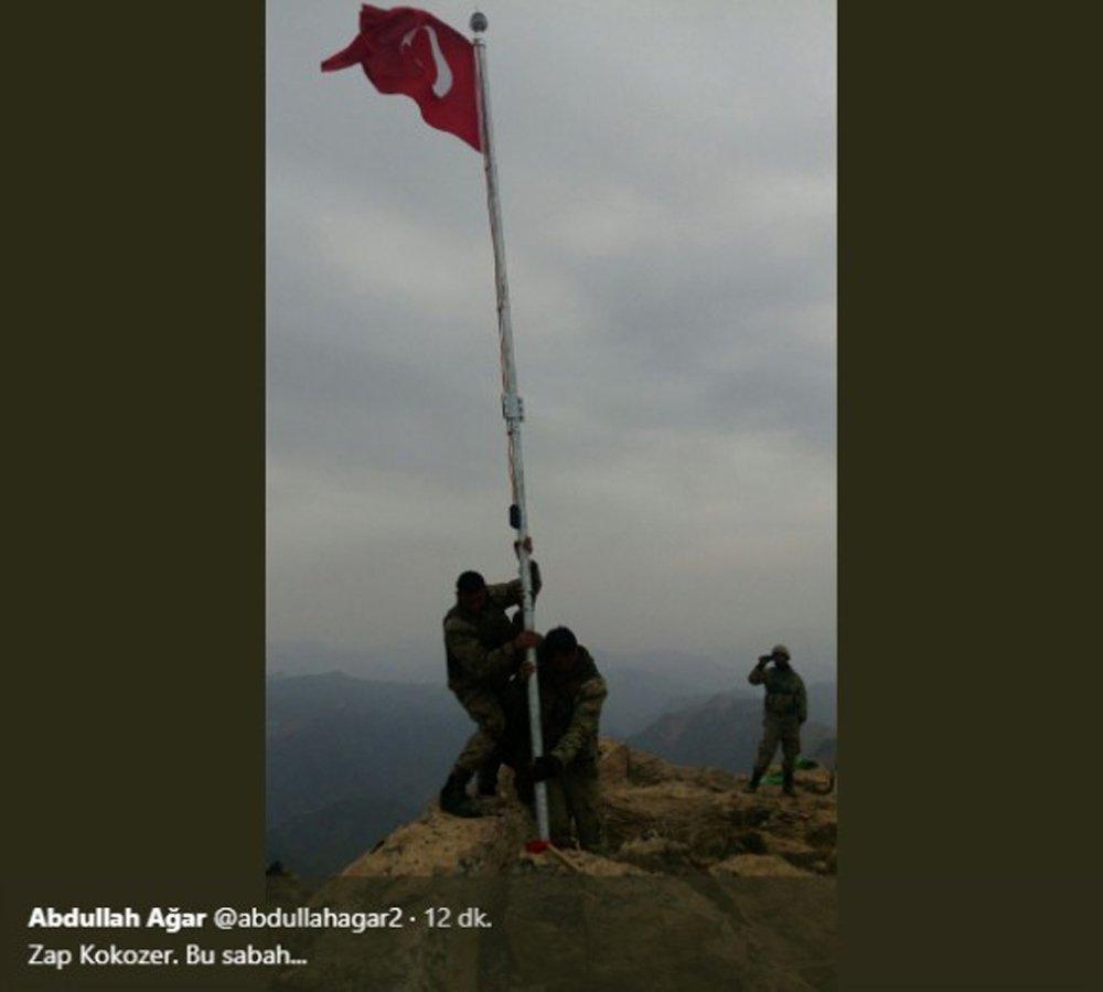 Türk Askeri Oraya Bayrak Dikti