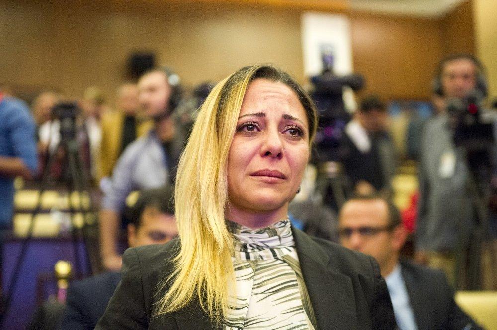 Belediye Meclisi Üyeleri Gözyaşlarını Tutamadı