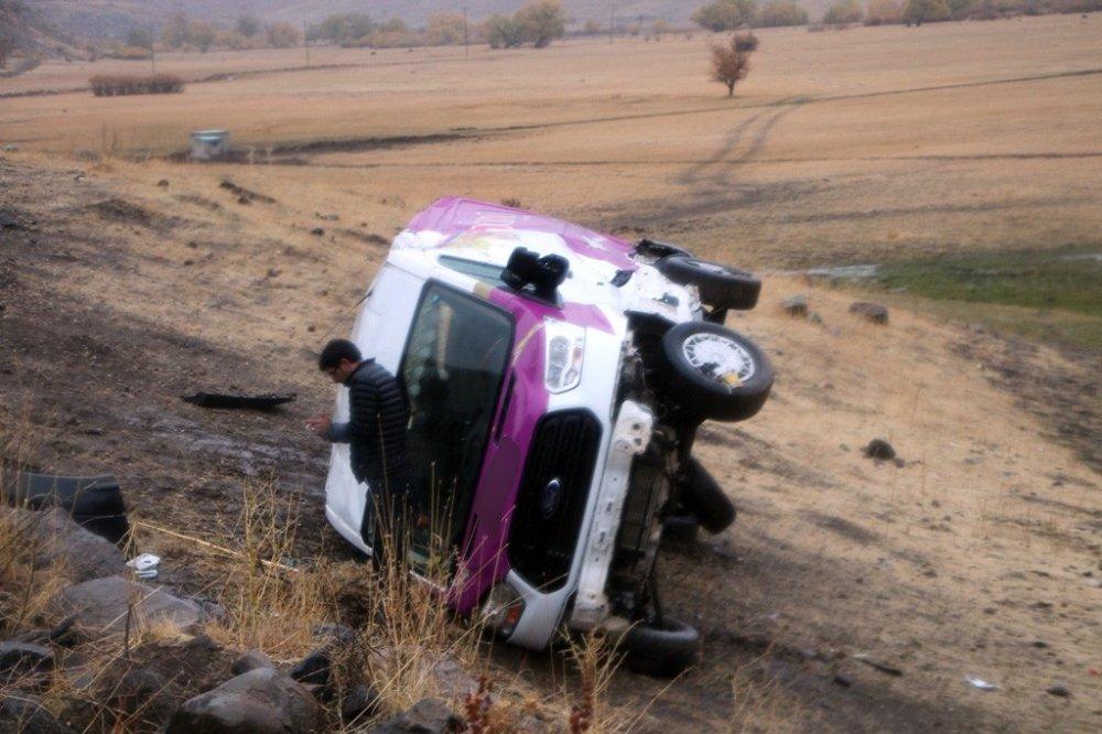 Kaza Üstüne Kaza: 19'u Çocuk 23 Yaralı