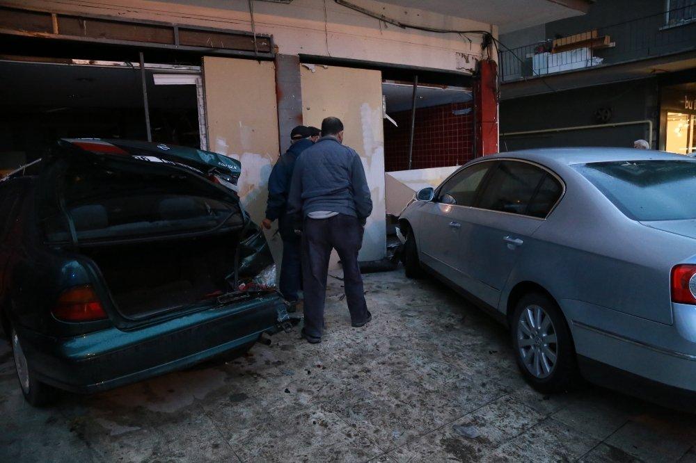 Direksiyonda Kalp Krizi Geçirdi, Otomobille Dükkana Girdi