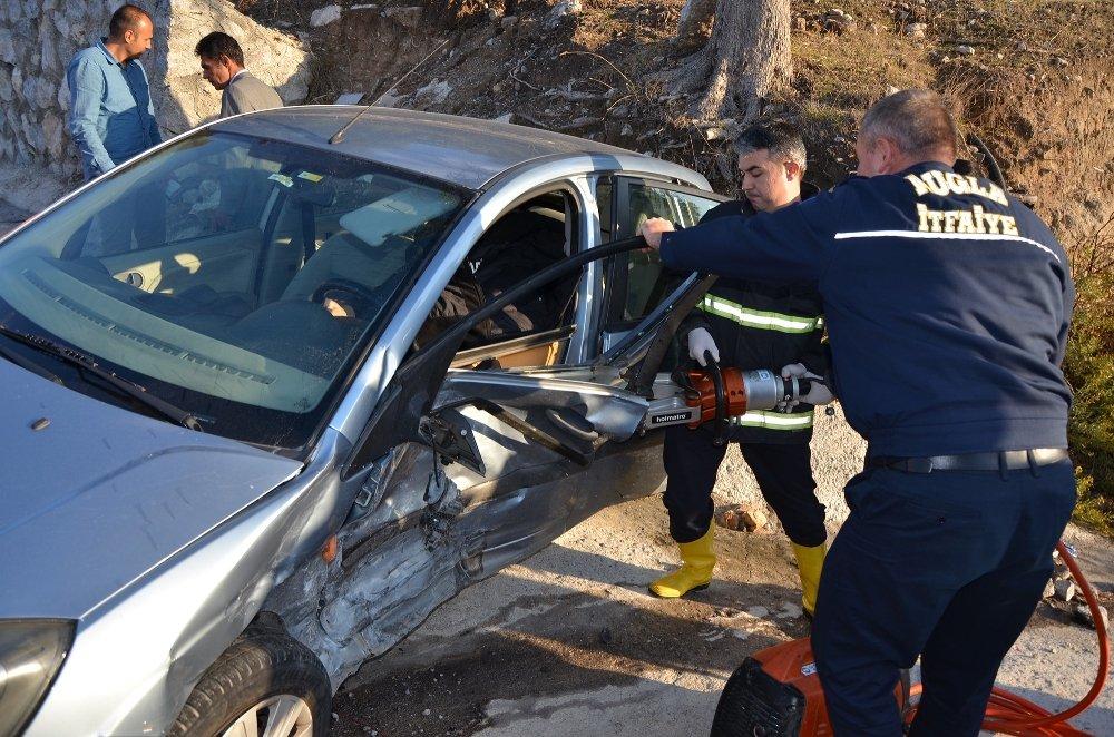 İki Otomobil Çarpıştı: 7 Yaralı
